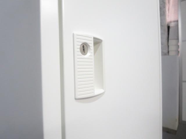 【状態良好!】■オカムラ 1人用ロッカー ホワイト ■清潔感のあるホワイトカラー!急な増員などにも対応できます!|FZ-Wタイプ(中古)