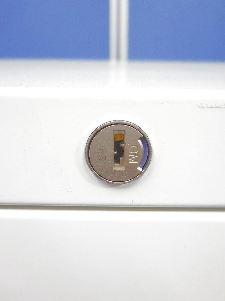 【傷あり!】車輪付きのスライド移動が可能なオカムラ製の3段ラテラル!|レクトライン[Rectline](中古)