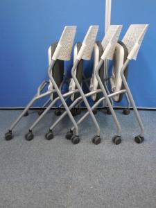 【10%OFF!】【2台セット】収納便利オカムラ製のスタックテーブルをセット販売です![FLAPTOR](中古)