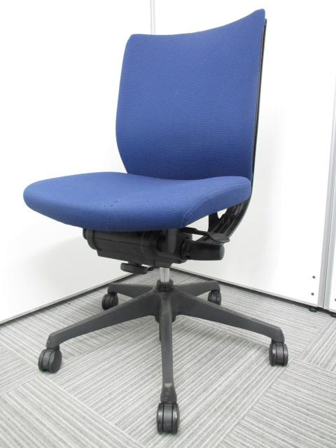 【専門業者によりクリーニング済み】【オフィスに良く合うブルー】オカムラ製 ヴィスコンテ ブルー 肘無し 事務用椅子 オフィスチェア|ヴィスコンテチェア[Visconte](中古)_1