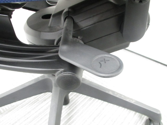【専門業者によりクリーニング済み】【オフィスに良く合うブルー】オカムラ製 ヴィスコンテ ブルー 肘無し 事務用椅子 オフィスチェア|ヴィスコンテチェア[Visconte](中古)_11