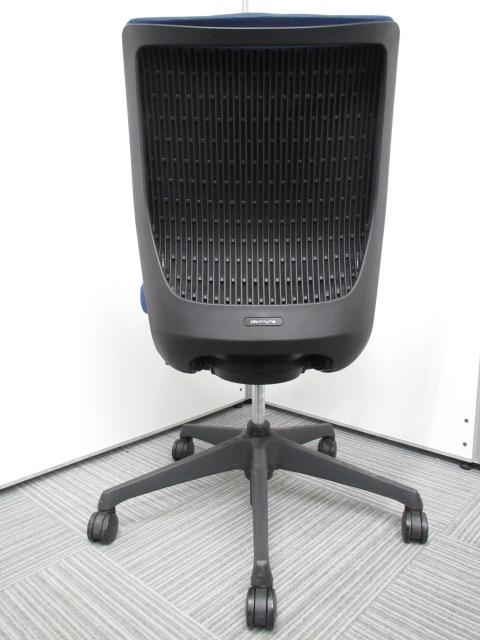 【専門業者によりクリーニング済み】【オフィスに良く合うブルー】オカムラ製 ヴィスコンテ ブルー 肘無し 事務用椅子 オフィスチェア|ヴィスコンテチェア[Visconte](中古)_4