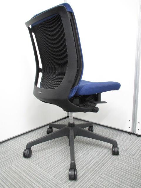 【専門業者によりクリーニング済み】【オフィスに良く合うブルー】オカムラ製 ヴィスコンテ ブルー 肘無し 事務用椅子 オフィスチェア|ヴィスコンテチェア[Visconte](中古)_5
