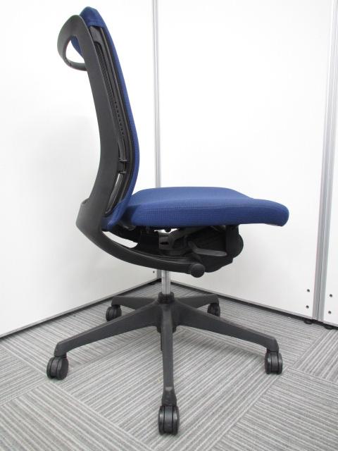 【専門業者によりクリーニング済み】【オフィスに良く合うブルー】オカムラ製 ヴィスコンテ ブルー 肘無し 事務用椅子 オフィスチェア|ヴィスコンテチェア[Visconte](中古)_6