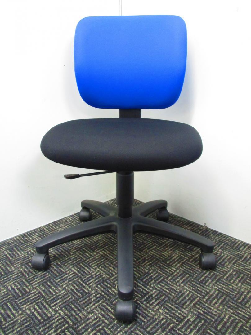 【人気の青黒チェア入荷しました!】コクヨのイーザ!背もたれ青、座面が黒のオシャレなデザインです!【中古オフィス家具】【さいたま市】|イーザチェア[EAZA](中古)