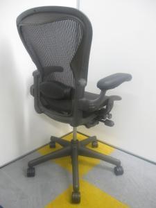 【最高級チェア!】【人間工学に基づく快適な座り心地】アーロンチェア[Aeron chair](中古)