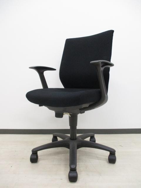 【肘付きでこの価格!!】会議室にも使用可能!! オカムラ製 CXチェア
