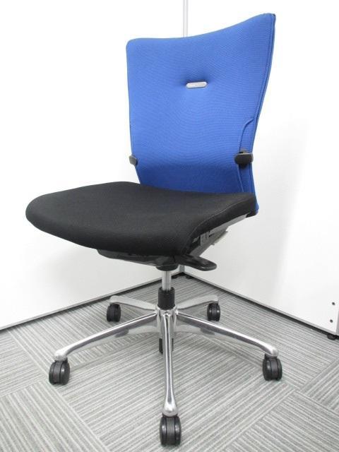 【専門業者によりクリーニング済み】エルゴノミクス(人間工学)に関する豊富な研究成果をもとに、快適な座り心地と使いやすさを徹底追及して開発されたチェア‼