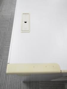 【引き出しつき平デスク】W1200のD800広々デスク イトーキ製 CR ※配線カバーのタイプ混在です!※引出割れあり使用上問題ありません。(中古)