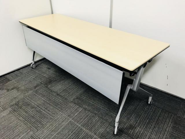 【ラス1特価!】【2015年製と使用年数が少ないキャスター付、折り畳み式テーブル】会議室や研修スペースにいかがですか?