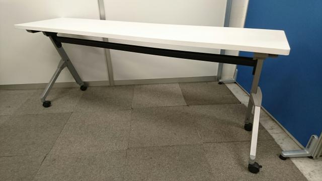 【4台入荷!】ミーティングスペースにぜひ!幅1800mmのスタックテーブル!