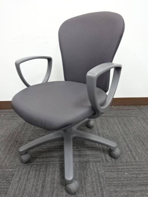 コクヨ 肘付オフィスチェア 7脚入荷致しました。 落ち着いたカラーのグレーです。