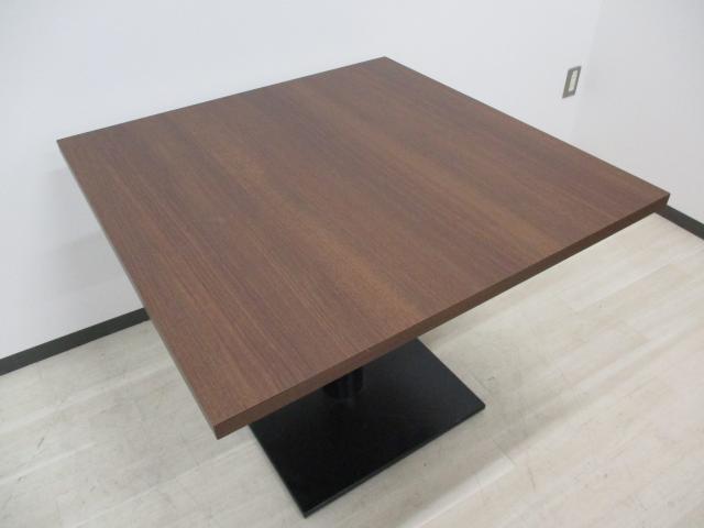 【2台限定!】オシャレな木目の角テーブル!