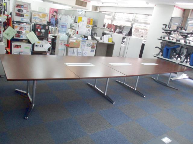 【超大型会議テーブル入荷しました!】スクエア型で収まりが良いです!【重厚感あるオーク調ダーク色!】