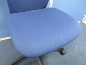 【すべてのワーカーに、身体を包み込むやさしい座り心地を】オカムラ製 スラートチェア オカムラの現行機種です!! 深みのある座り心地を実現したオフィスチェア[sulato](中古)