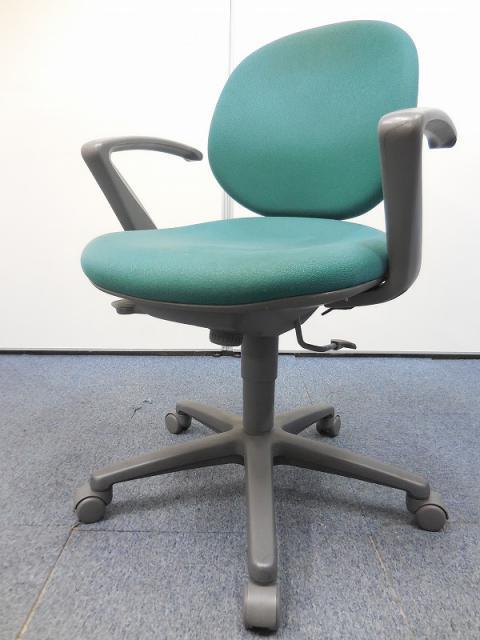 【定番の事務椅子12脚入荷!!】コスパも良し!ウチダ製の肘付チェアジャスト!