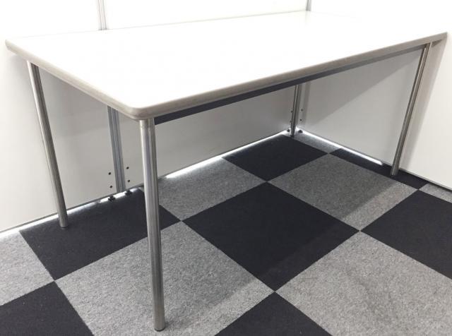 【1台入荷】オカムラ製のホワイトミーティングテーブル入荷!