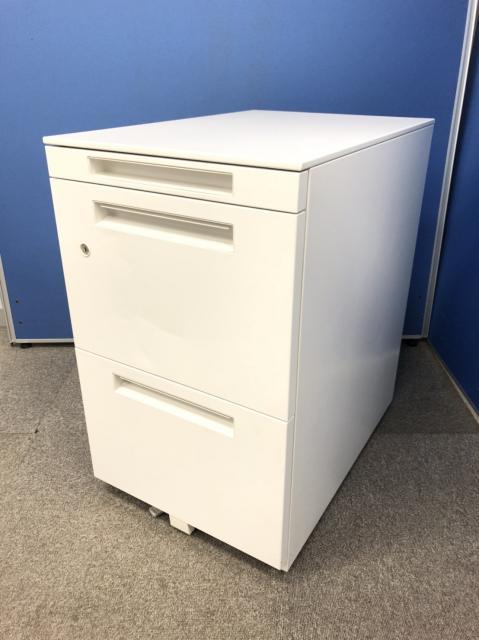 【8台揃います!】フリーアドレスデスクに最適!ホワイトカラーでオフィスを明るく!A4ファイル2段収納!!