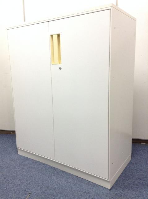 人気のホワイトカラー 棚板調節可能 鍵ありすぐ使えます