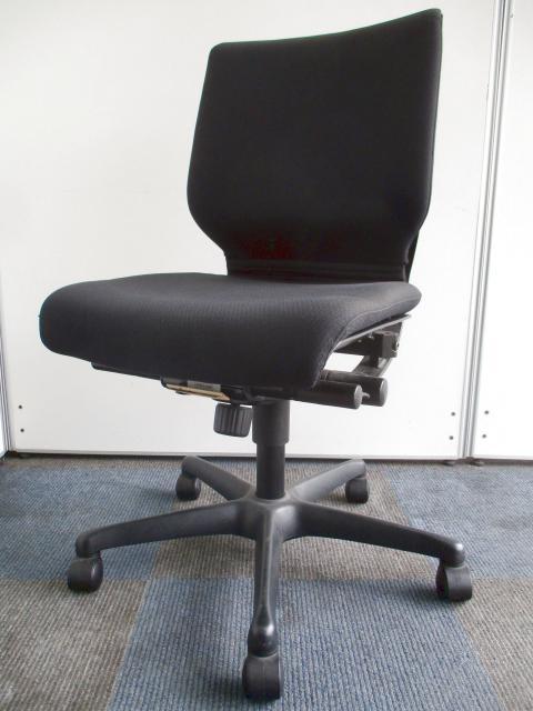 【12脚と纏まった入荷!】このお値段でこの座り心地は中々ありません!【定番のブラック色!】