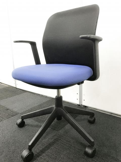 【黒×青のきれいなコントラスト】アガタDチェア【安心のコクヨ製オフィスチェア】