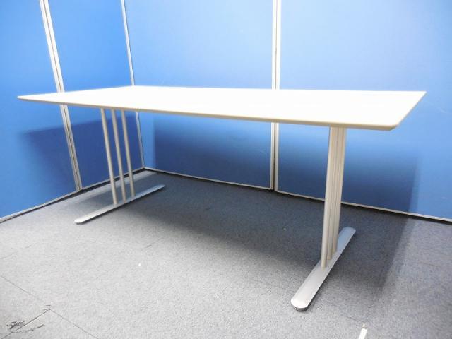【2台限定!】家庭でもオフィスのミーティングテーブルどちらでも利用可能!コクヨ製のテーブル