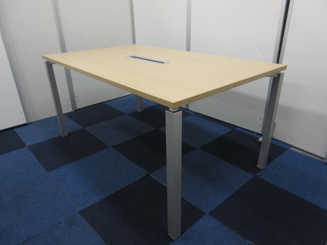 【状態良好品が入荷!!】ナチュラル木目天板のミーティングテーブルです!!【便利な配線カバー付き!!】