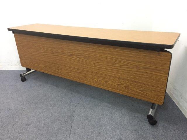 【3台入荷】幕板付きで女性も安心 木目のスタックテーブル