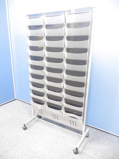 【限定1台入荷!】30部収納可能なカタログスタンド!キャスター付で移動も楽々!