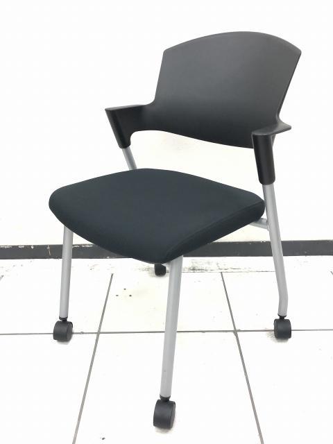 【グッドデザイン賞受賞チェア】のプロッティチェア!!移動も軽やかで座りやすい!!