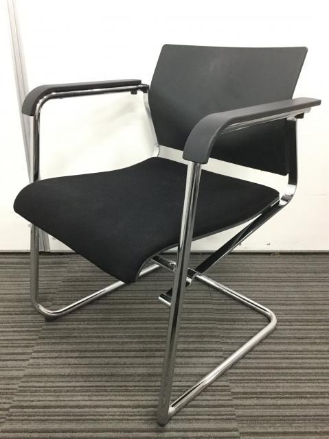 【限定2脚】ウィルクハーン製 オシャレなスタッキングチェア入荷致しました!ブラックでシックなオフィスに!