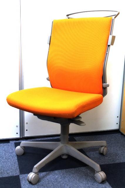 【6脚揃う!】明るめオレンジで活気あるオフィスに■座り心地良好■新宿店おすすめ
