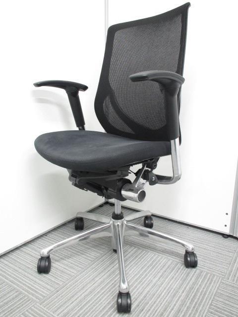 【状態良好・人気のブラックカラー】バロンチェア、コンテッサチェアに並ぶシリーズのオフィスチェア ゼファーチェア 稼働肘 洗練された曲線デザインがオフィスに映えます