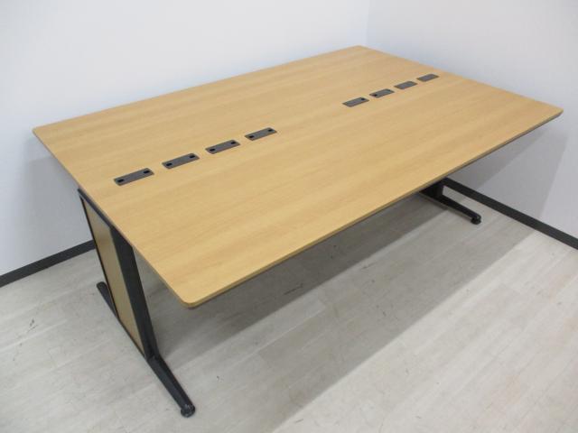 [1台限定の希少品‼]オカムラ お洒落な会議用テーブル 配線カバー付き!希少な奥行き1200㎜[角に]