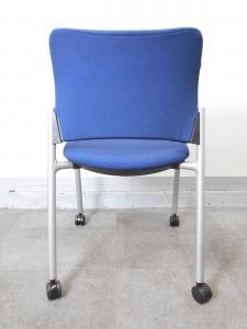 [状態良好]キャスター付きミーティングチェア 定番ブルーカラーで使い勝手も抜群(中古)