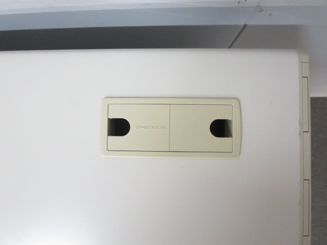 【快適なデスクワークを実現!】■オカムラ製 平机 W1200mm【定番人気のSDシリーズ!】[SD Desk system](中古)