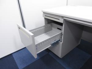 【天板にコンセントが付いてるだって!?】現代に欠かせない機能に特化した両袖机!!【な、なんとLANケーブルポートまで!?】(中古)
