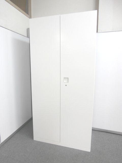 【人気メーカーのホワイトカラーワードローブ】■オカムラ製 ■ホワイトカラー ■ワードローブ ■マルチタップ