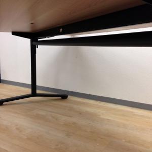 【オープン記念特価】フレキシブルなワークスタイルを!木目×ブラックフレームの流行カラー!!使わないときは天板がたためます!【フラップテーブル】|VIENA(ヴィエナ)(中古)