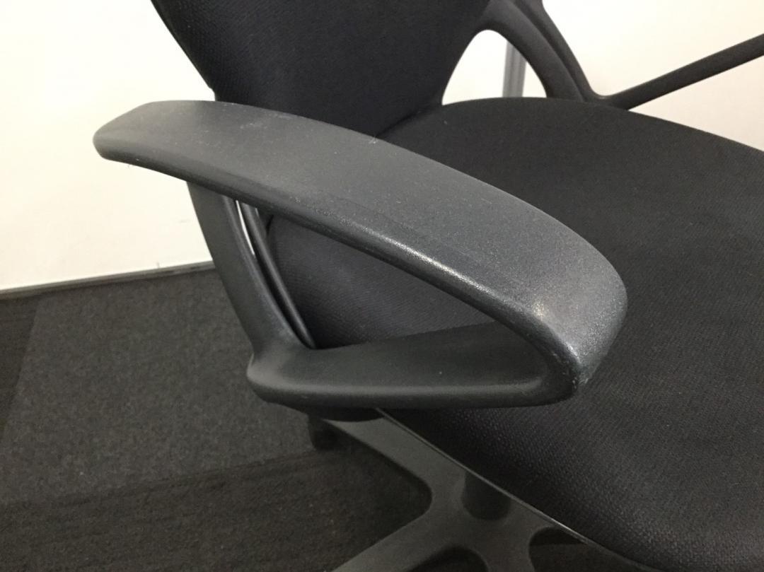 【合わせやすいデザインとブラックカラーの事務椅子です!】肘掛けもついているのでPC作業用にもオススメ!|プレーゴチェア[Prego](中古)_8