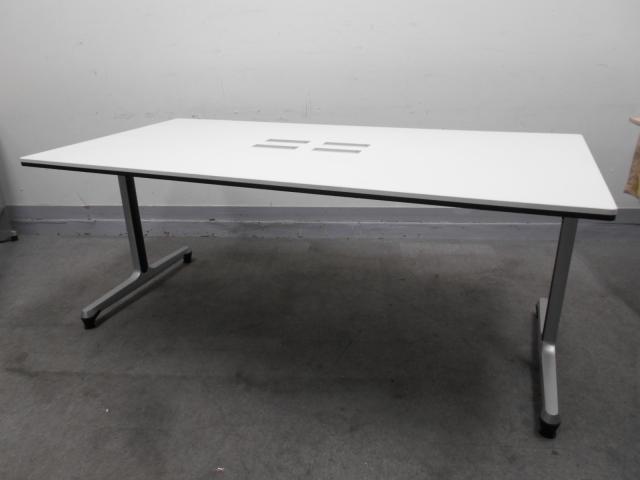 [状態良好]配線カバー付 D900なのでPCを使ったミーティングの際もスペース広々でストレスフリーでミーティングができます!