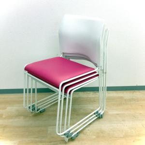 【お得な4脚セット!】ピンクカラーでオフィスを明るく鮮やかに!重ねて整理ができるスタッキングチェア!