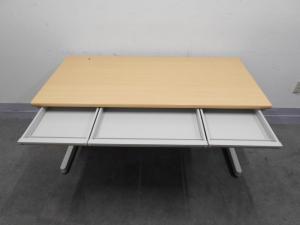 [落着きあるナチュラルカラー]事務机 W1400で作業スペースたっぷり 上長席におすすめ!|その他シリーズ(中古)