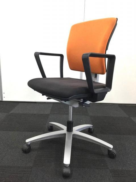 【緊急値下げ!\8000→\2000】【在庫処分セールに付き特別価格!】オフィスを明るくするオレンジの事務椅子です!【G】