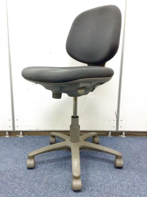 【定番で大人気の椅子!!】オカムラ製│ コスパ重視の方にぴったり!