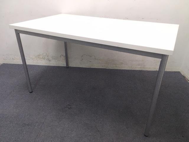 【定番商品】ホワイト ミーティングテーブル 綺麗なテーブル入荷致しました!2~4名様でのご使用がオススメです!