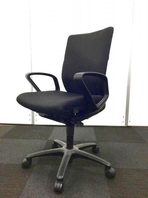 【12脚入荷!】ブラック!安心のオカムラ製!1万以下!と三拍子揃った大人気の事務椅子です!
