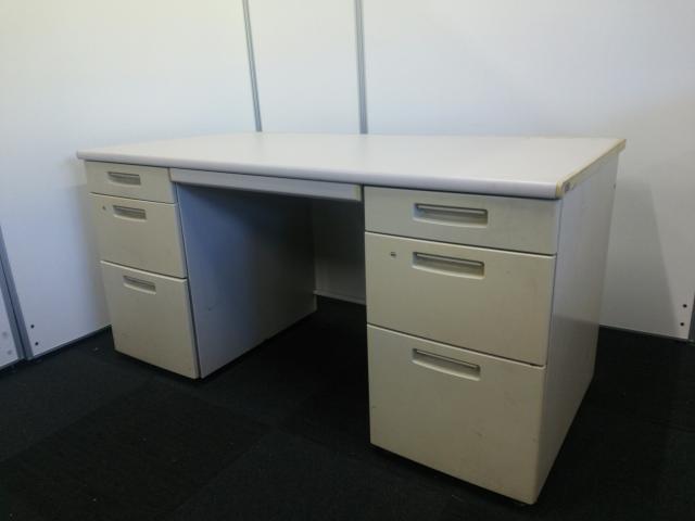 【日焼け有の為、特価品!\33,360→\27,770】【デスク回りを広々使えます!】常に品薄の両方に袖机が備え付きの事務机です!