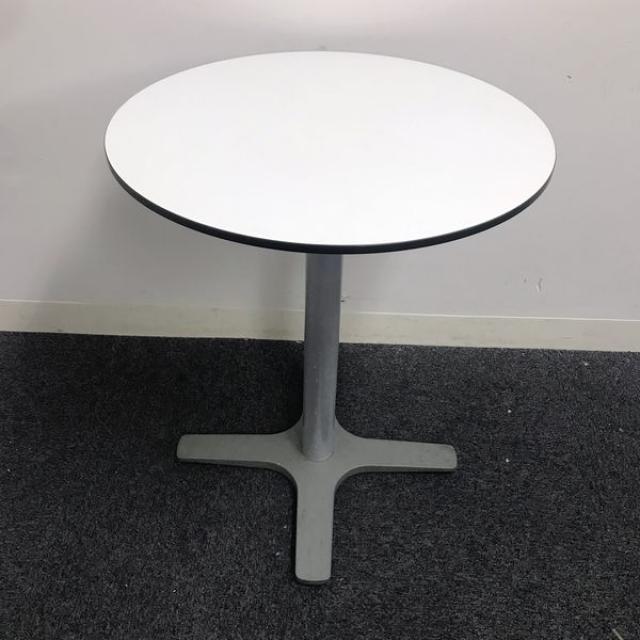 【コンパクト】○テーブル!!ちょっとした台などにも最適ですよ♪