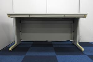 【限定1台緊急入荷!!】汎用性抜群の1,400mm平デスク!!【上長席にオススメ!!】[SD Desk system](中古)